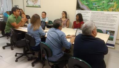 Desenvolvendo um banco de dados para a memória das pesquisas, a ONF Brasil visita iniciativa em Manaus para conhecer plataformas referências