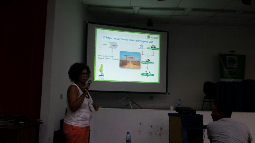 Cleide Arruda apresentou os resultados do projeto Poço de Carbono Florestal Peugeot-ONF (Foto: Acervo ONF)