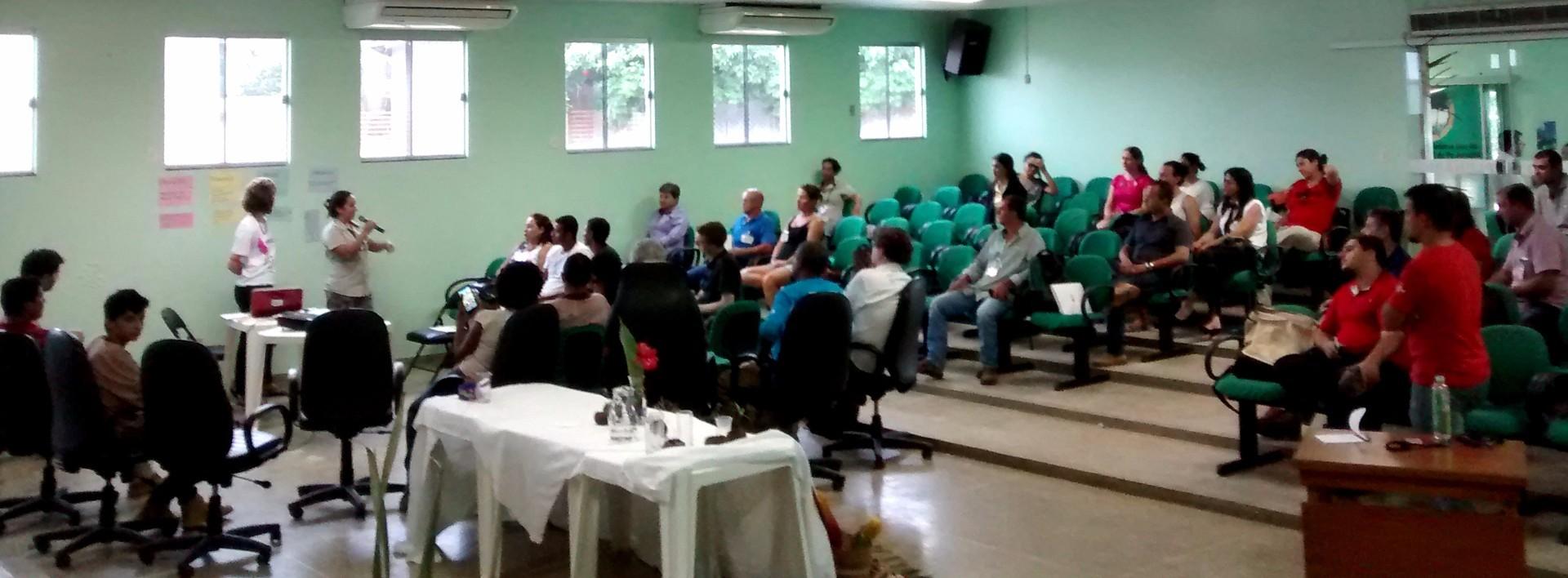 Coletores de castanha e gestores públicos discutem sobre a relevância do setor (Foto: Acervo da ONF Brasil)