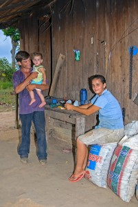 Família do Roberto no assentamento – 2008.
