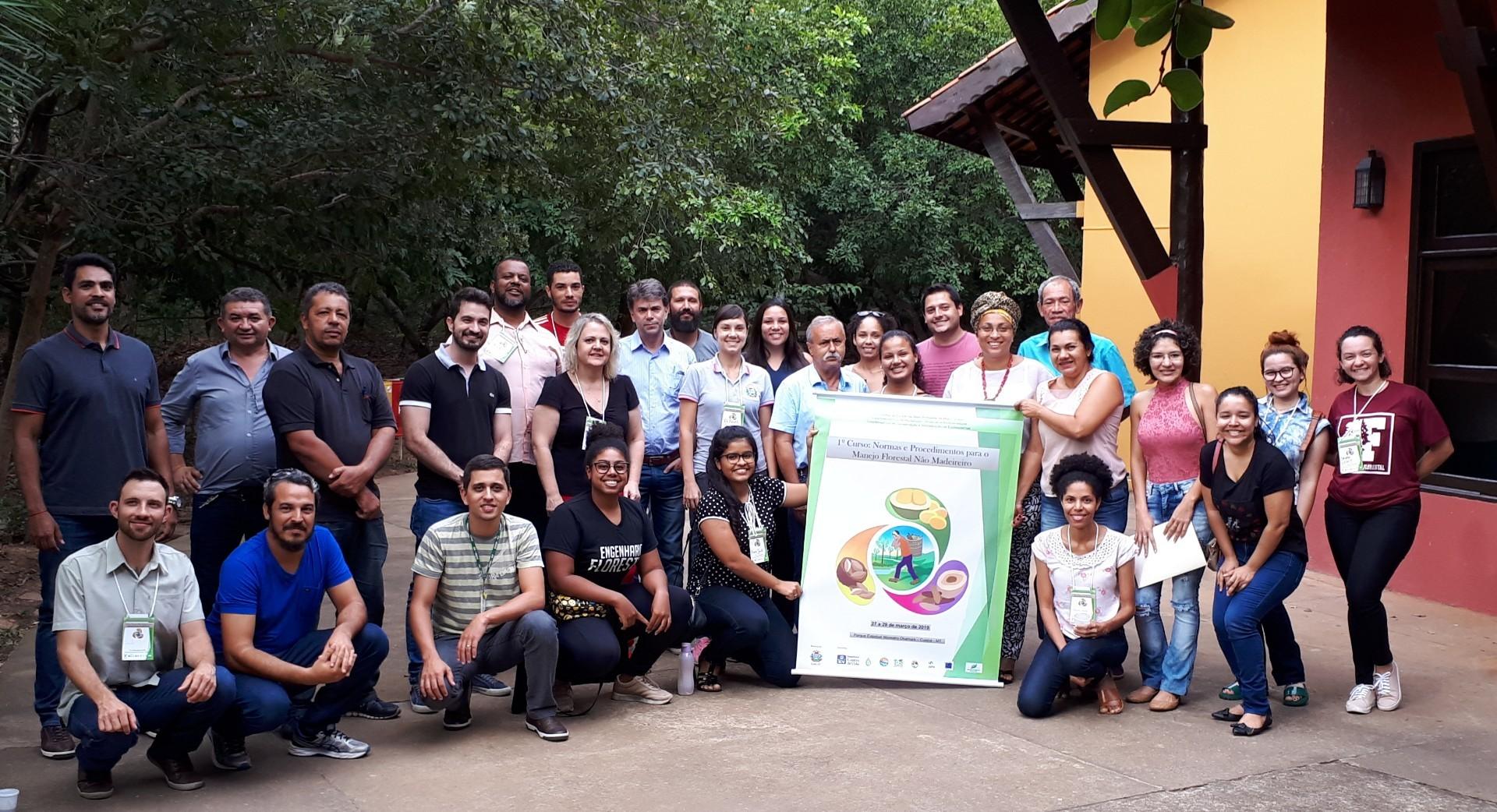 Coletores de castanha, gestores públicos, técnicos e sociedade acadêmica participaram da formação (Foto: Vanessa Correa)